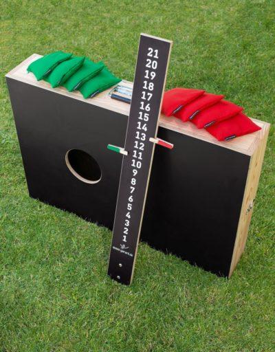 Cornhole Koffer Set: 2 Bretter von innen verschraubt mit 8 Wurf Säckchen und Zählbrett spass-garant.de